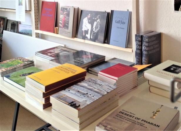 nomadic-bookstore